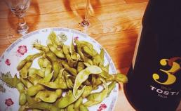 너무도 좋아하는 콩 안주와 처음 마셔보는 우연히 고른 술 썸네일 사진