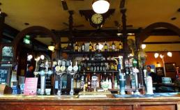 런던 외곽의 술집 썸네일 사진