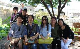 한국을 찾은 관광객과 이화마을에서 썸네일 사진